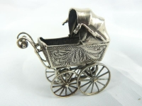 Miniatuur kinderwagen