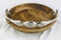 Houten fruitschaal met zilveren hengsel