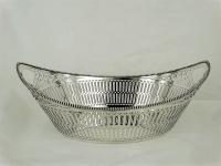 Schuitvormige zilveren broodmand met parelrand, Presburg, Haarlem
